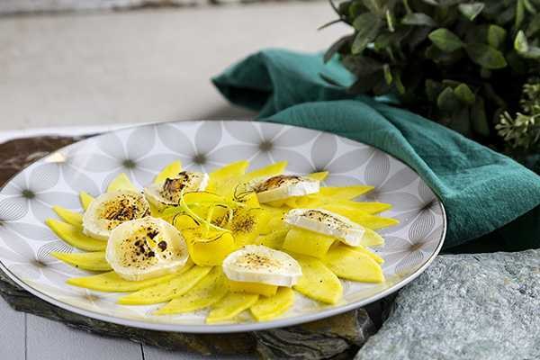 Carpaccio de mango con cardamomo y queso de cabra HORIZ 600
